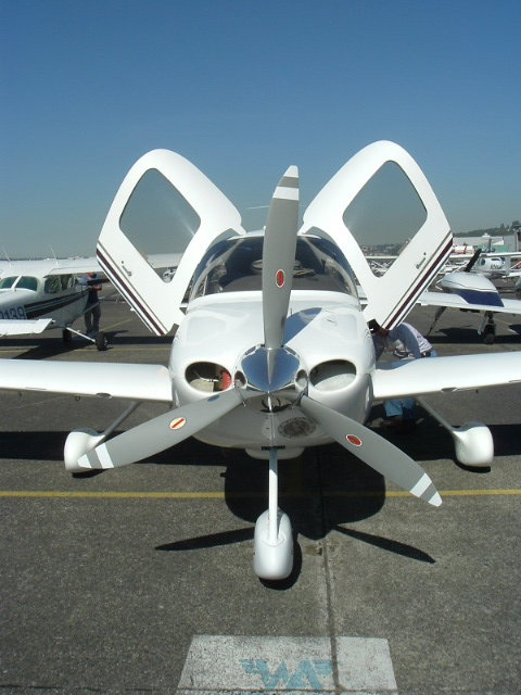 Front view of a Cirrus SR-20