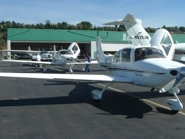 Side view of a Cirrus SR-20