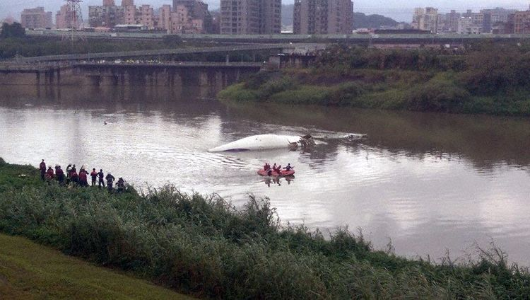 Overview of wreckage in Keelung River (Photo: APA)